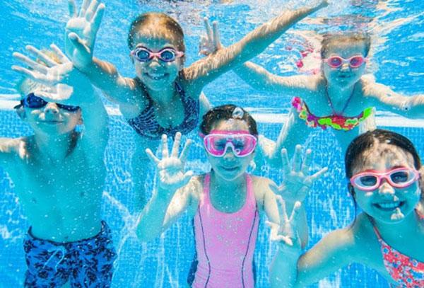 Kính bơi cần thiết khi đi bơi lội